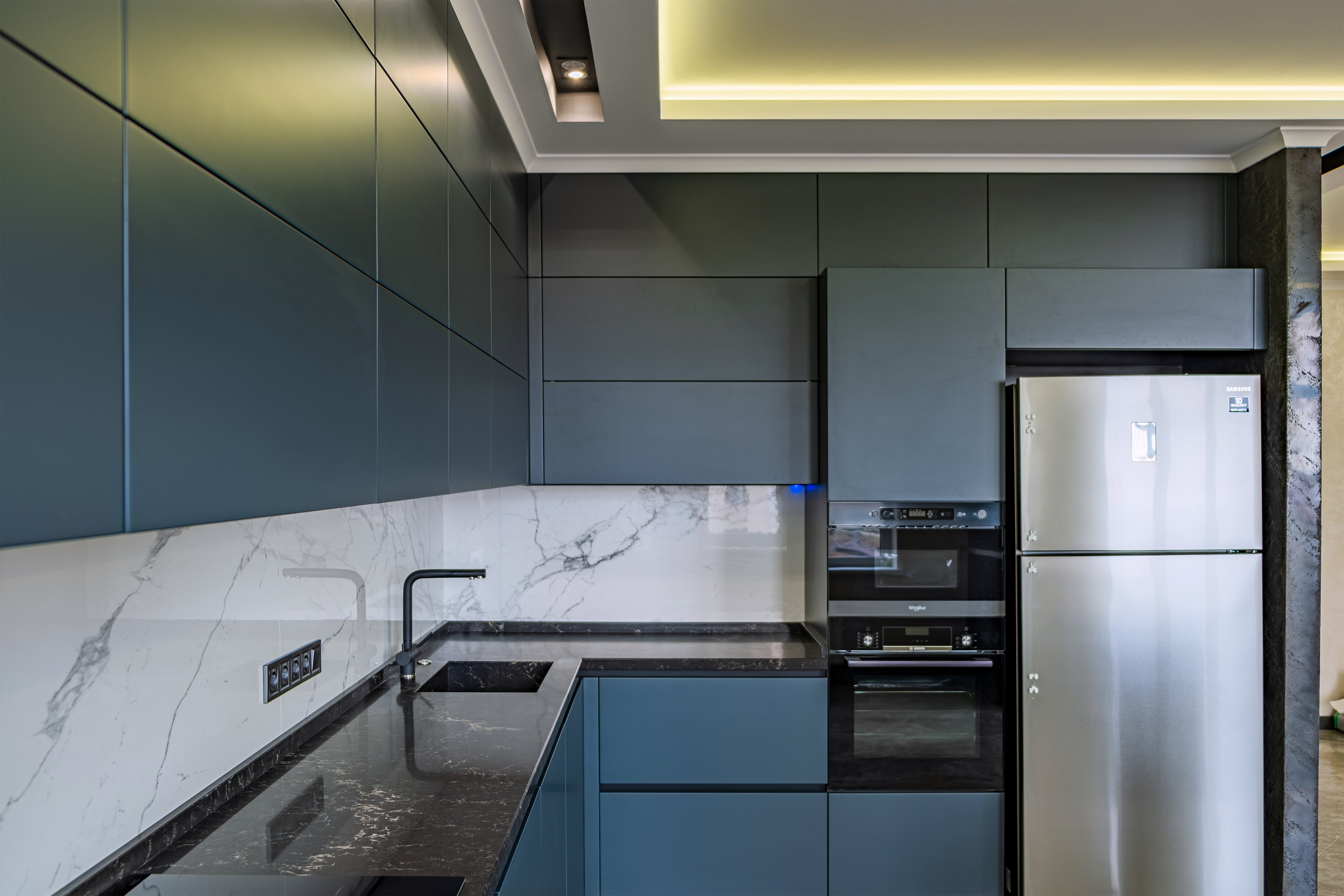 Дизайнерская кухня после ремонта квартиры 29-й Жемчужине