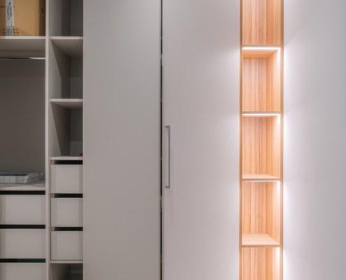 Раздвижной шкаф в комнате отдыха после ремонта офиса