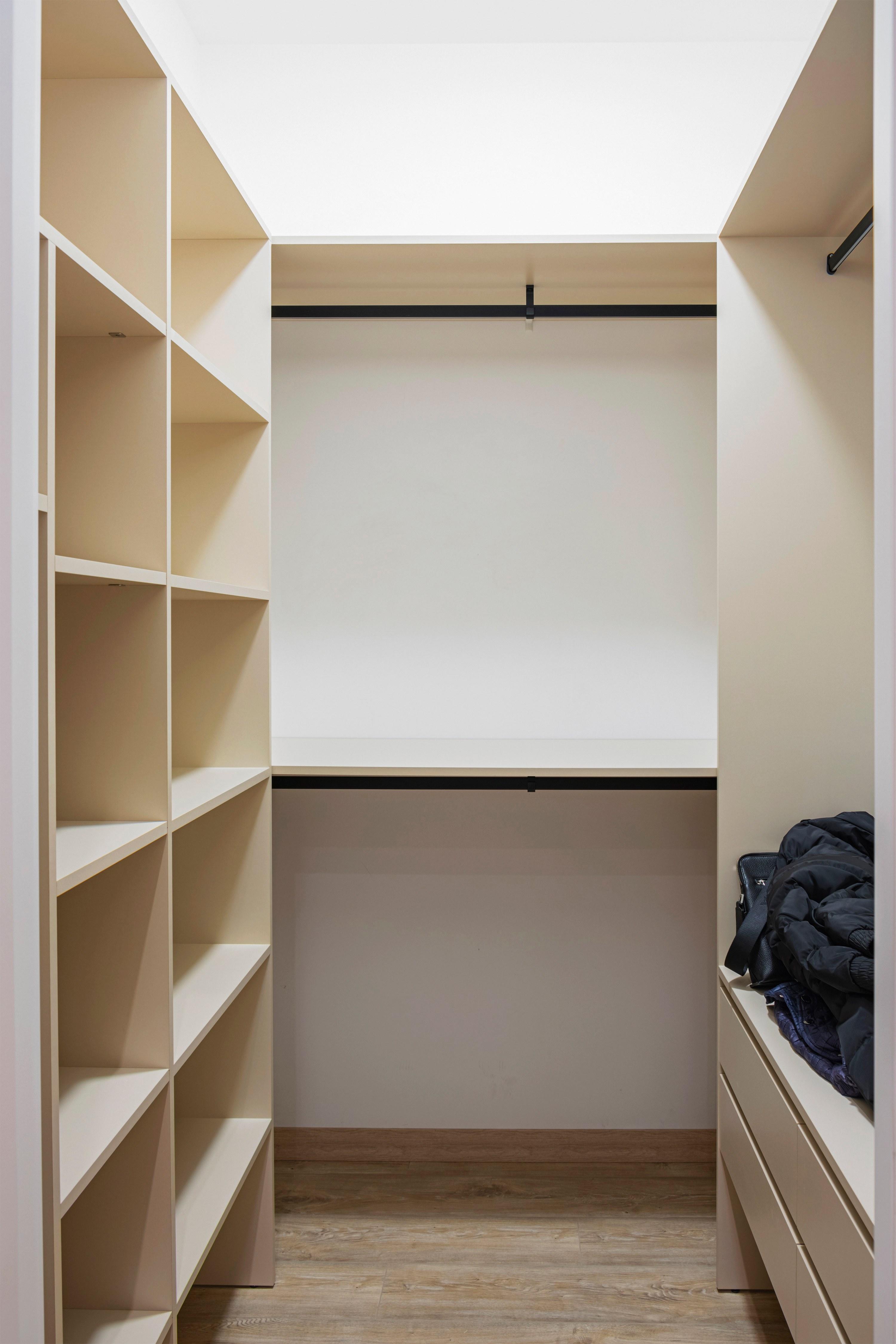 Гардеробная комната после ремонта квартиры в ЖК «Французский бульвар» Одесса