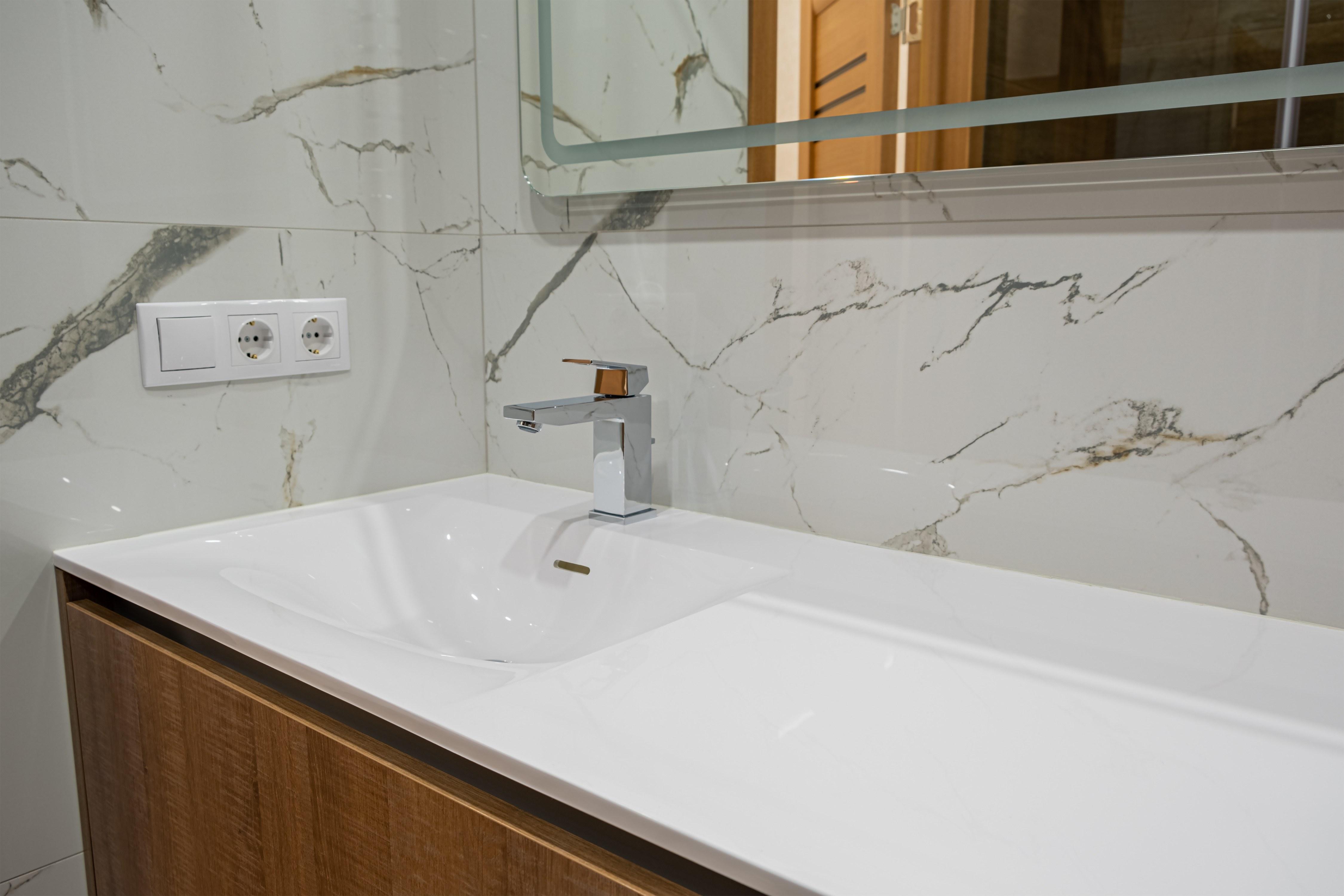 Раковина в ванной комнате после ремонта квартиры в Одессе