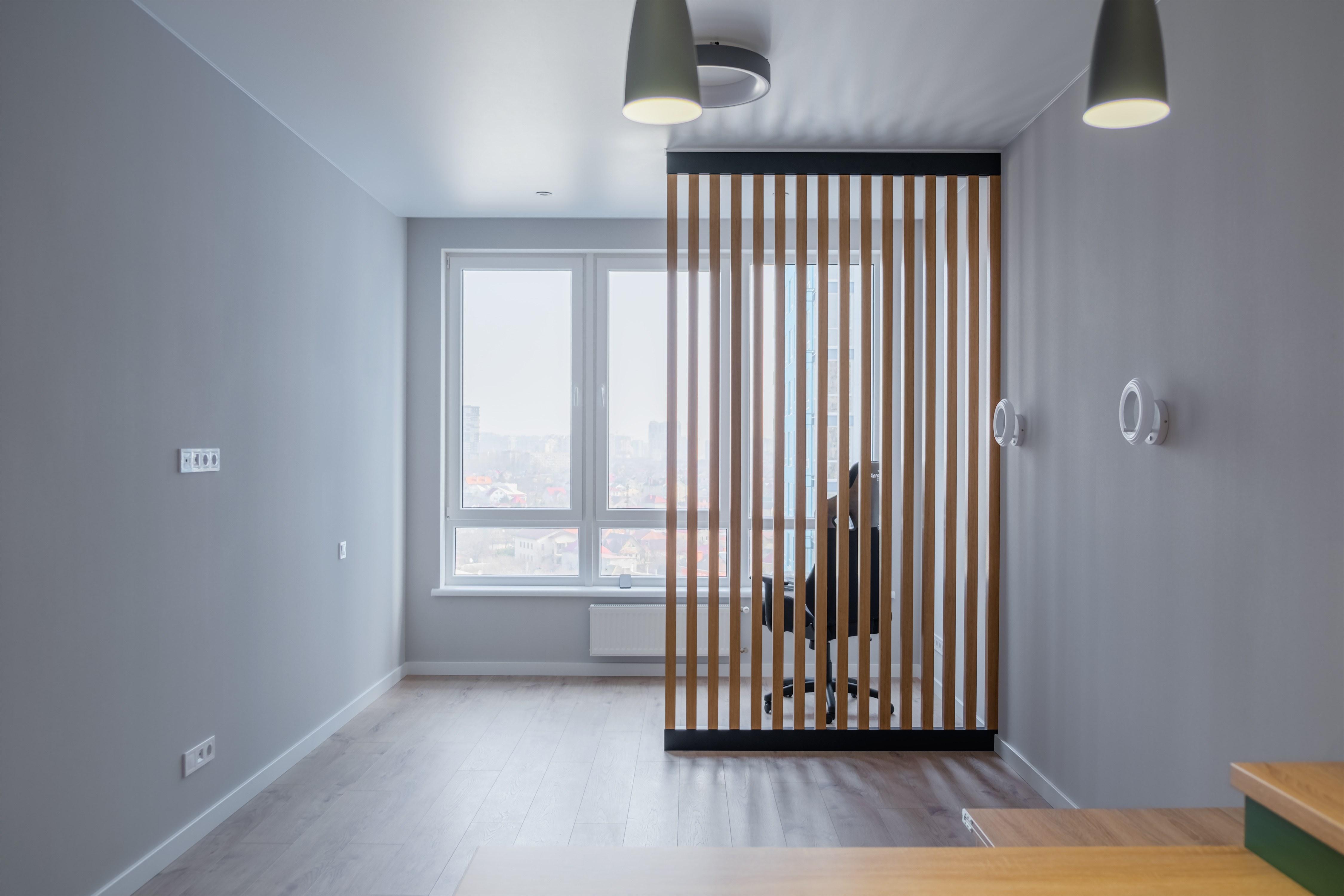 Декоративная деревянная перегородка в интерьере