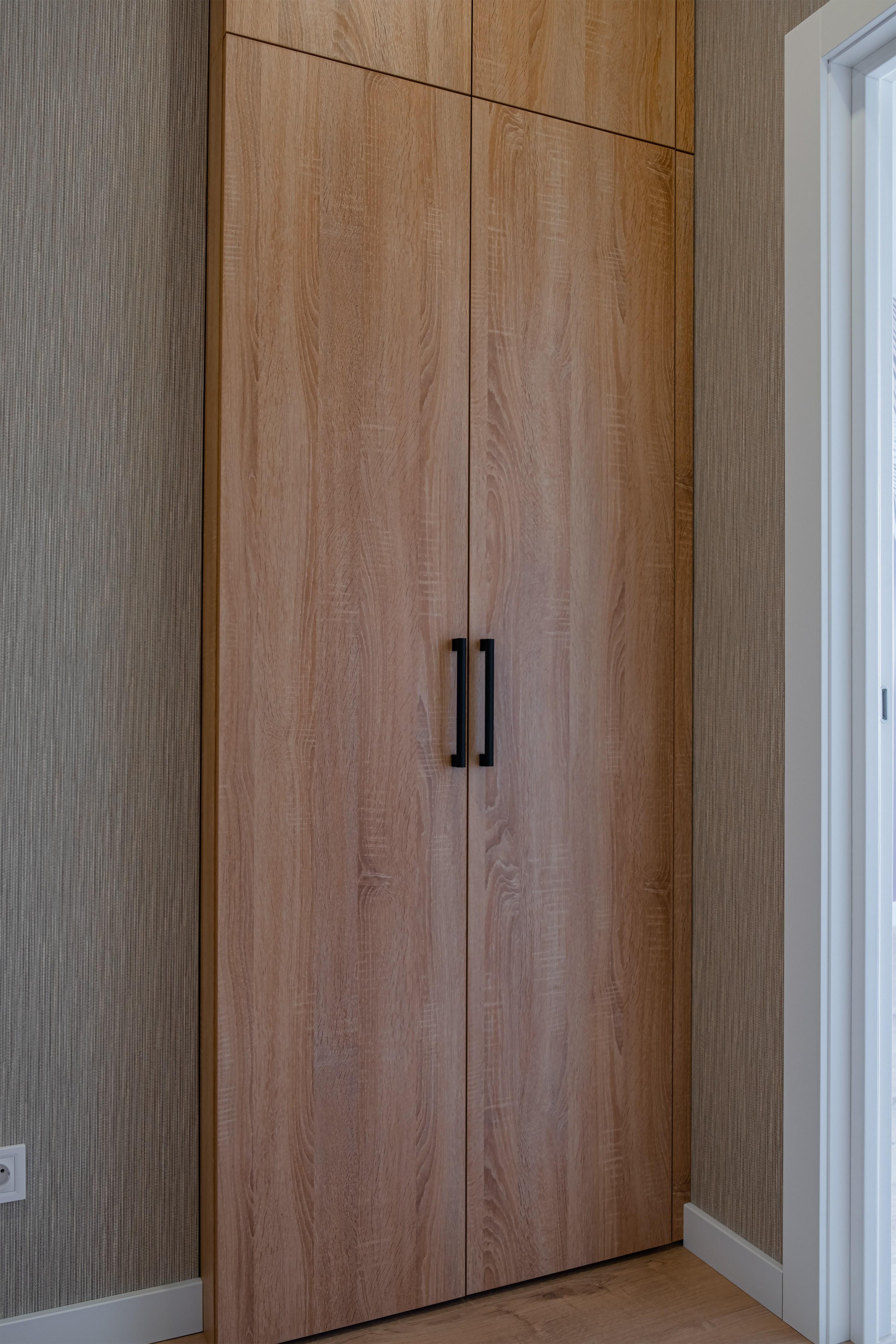 Шкаф с дверцами от КВАДРАТУМ Одессе