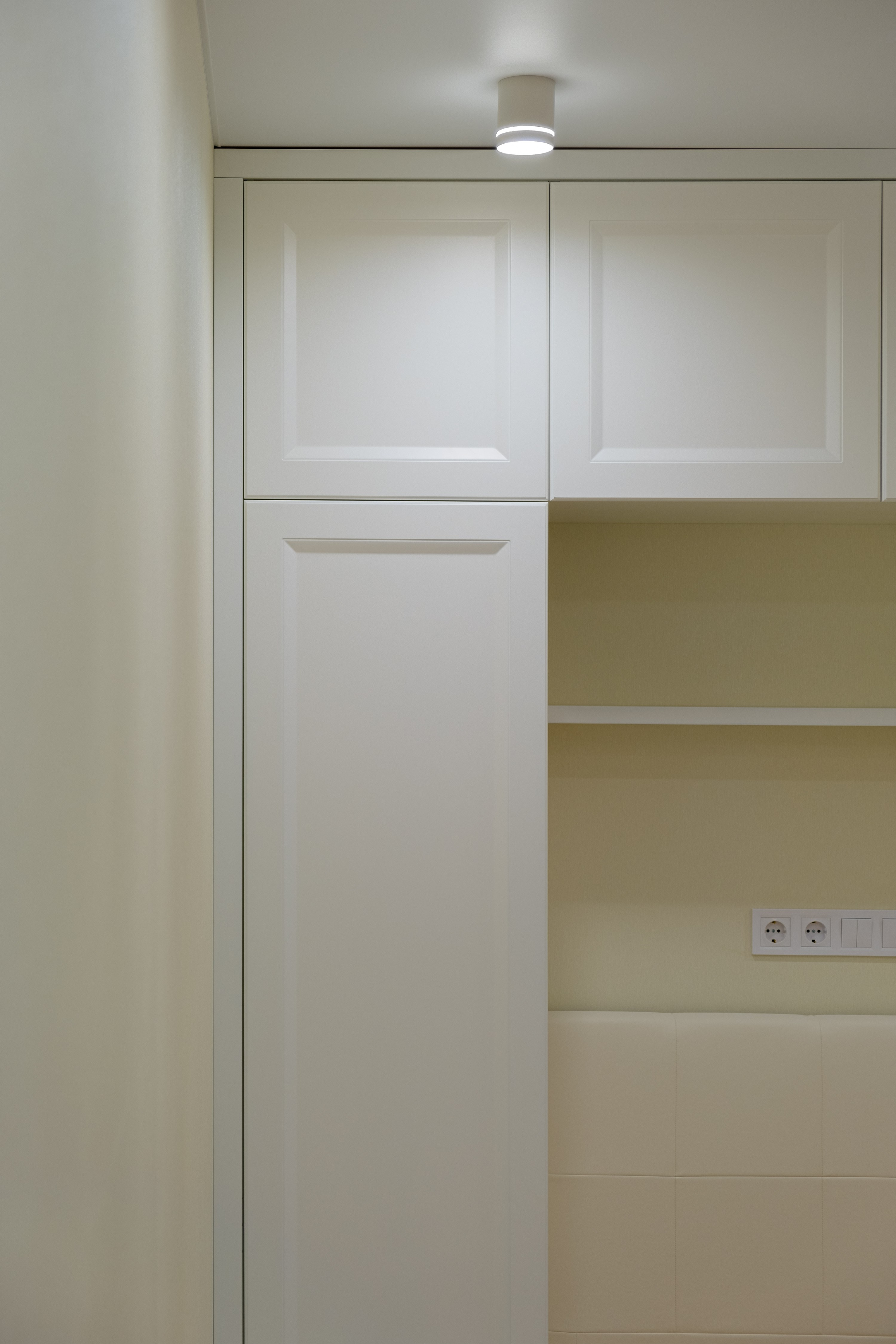 Шкаф в комнате после ремонта на улице Фонтанская дорога