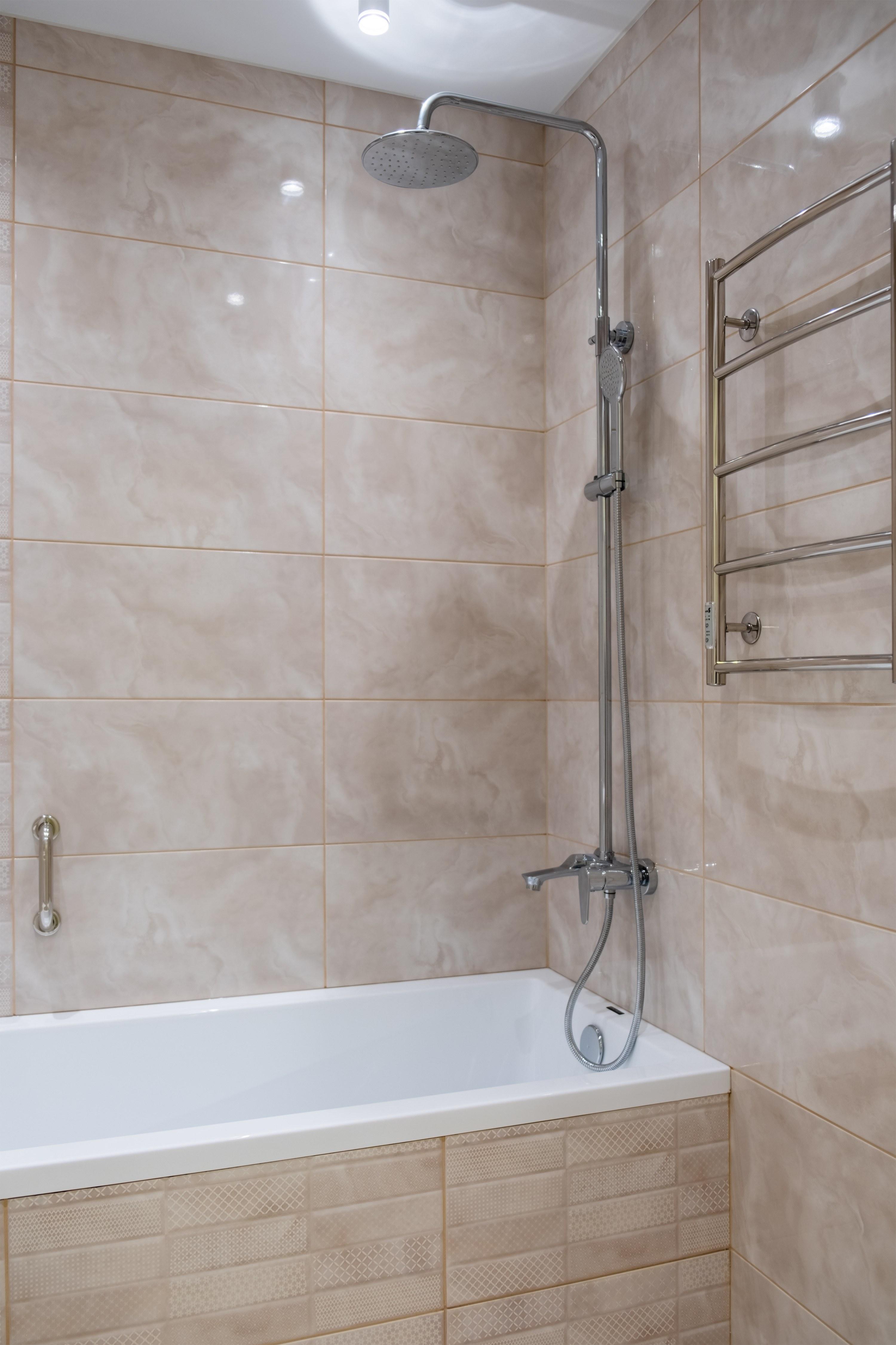 Ванная с тропическим душем после ремонта квартиры Одесса