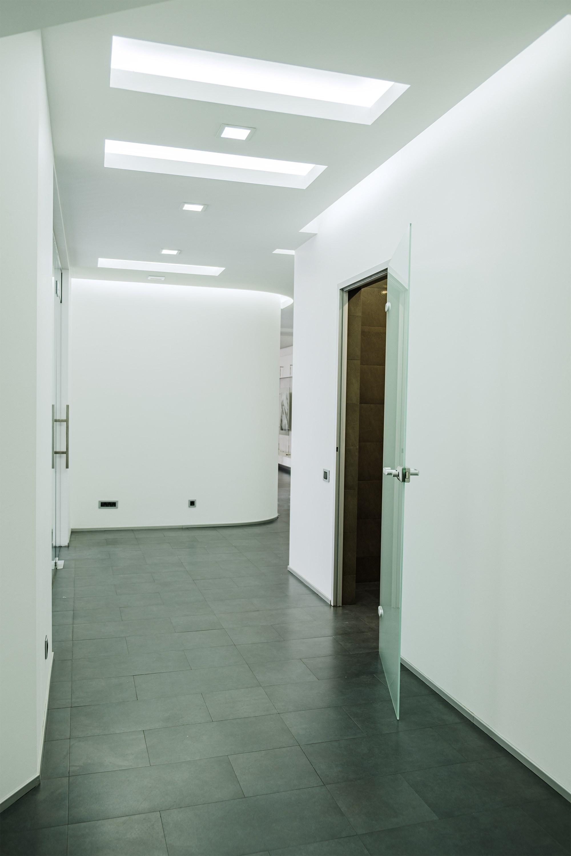 Второй коридор после ремонта офиса