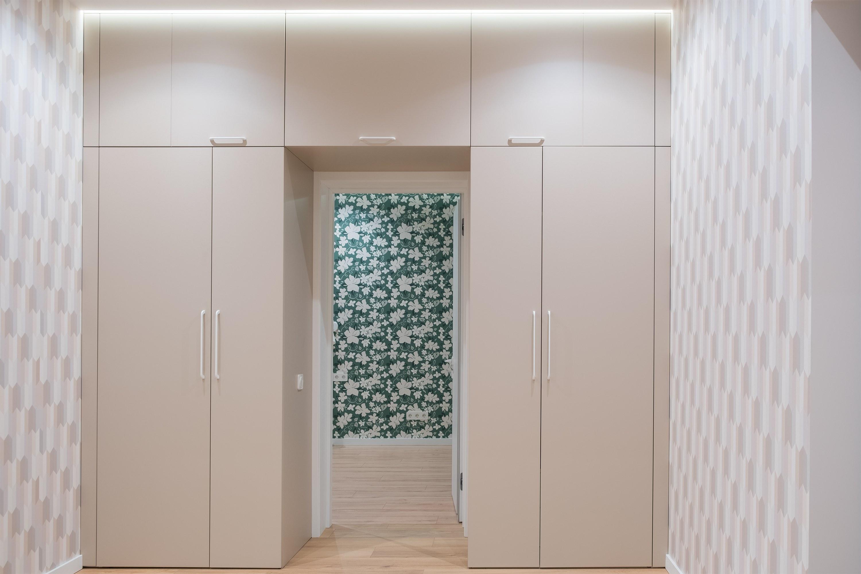 Шкаф в коридоре после ремонта Одесса